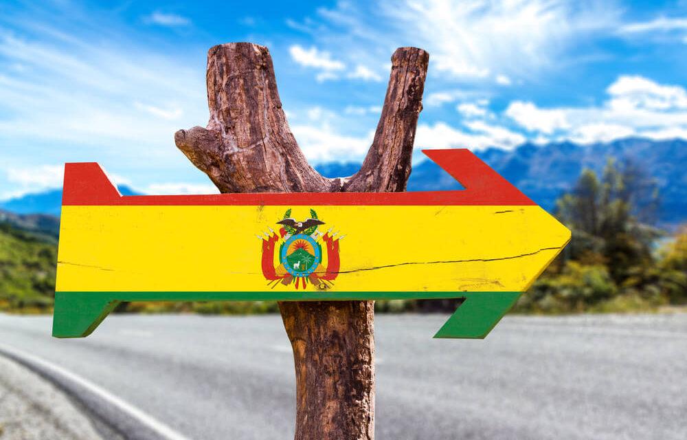 https://www.latinoamericaviajes.com/wp-content/uploads/2019/12/viajar-a-bolivia-con-poco-presupuesto-1000x640.jpg